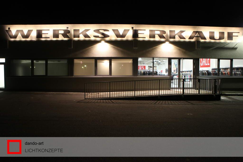 LED-Außenbeleuchtung für DRYKORN Werksverkauf